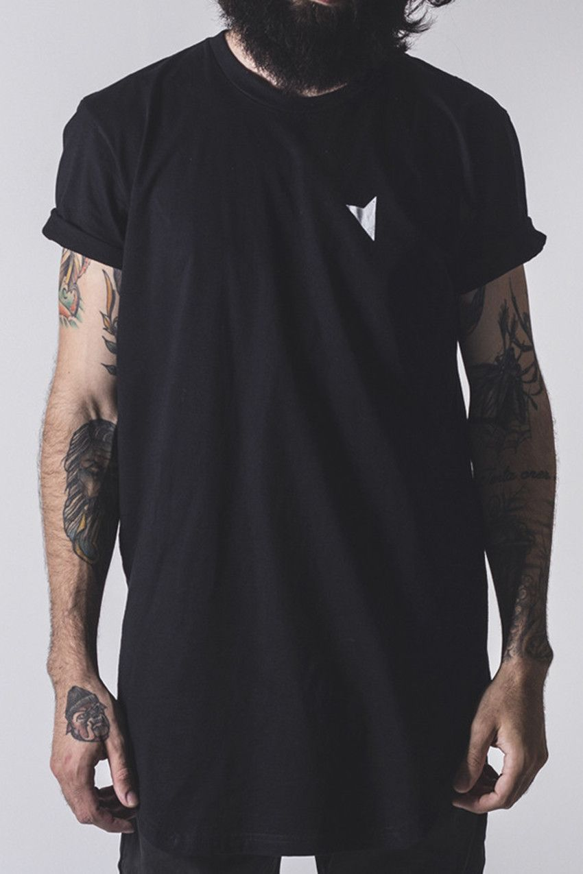 Camiseta Black Straight Longline - Right Here Co. Camiseta Longline Preta  com abertura Lateral f7b8a51456788