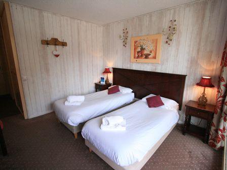 Club Hotel Verseau in Brides les Bains with Ski Weekends.