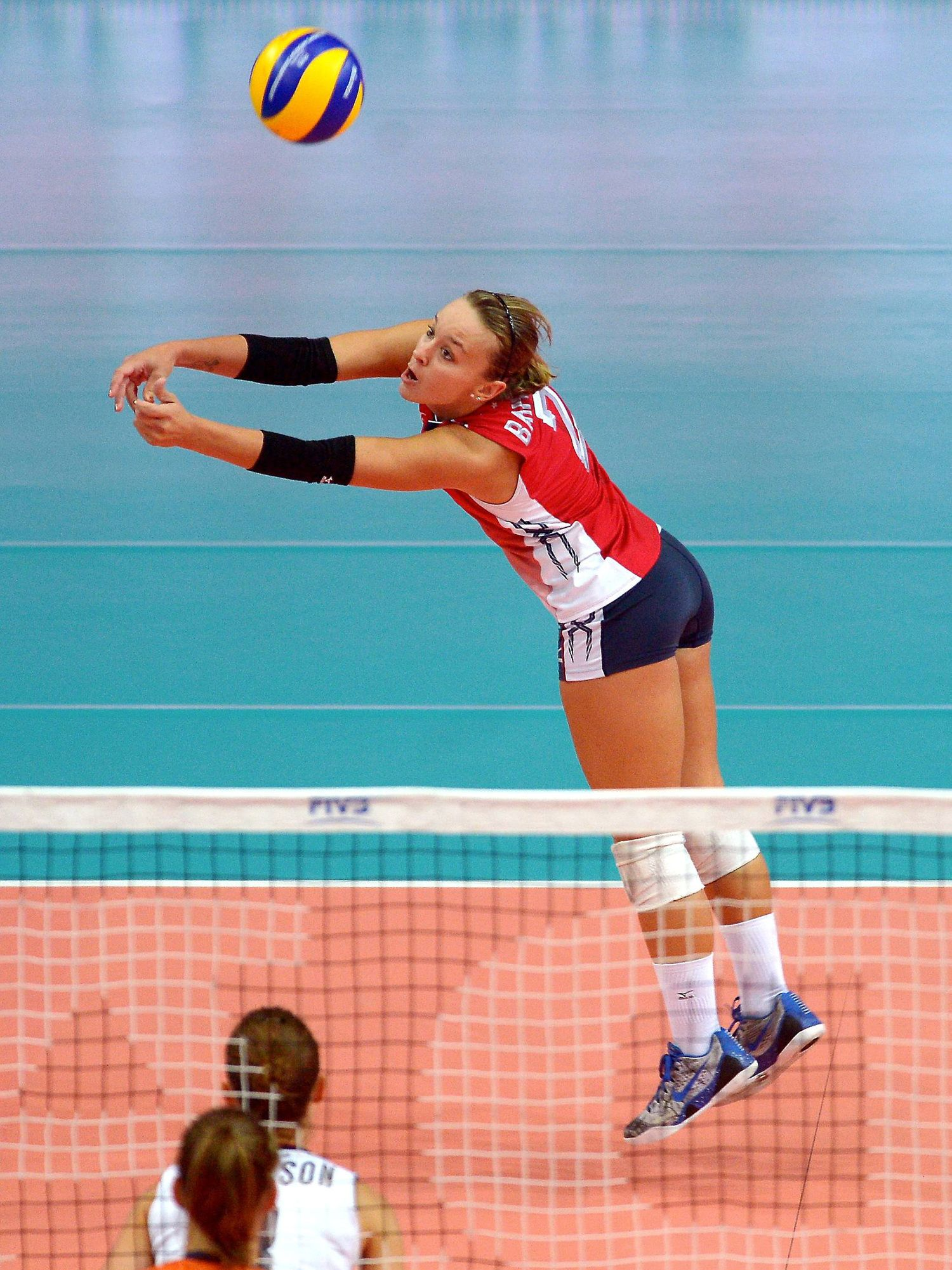 Inside The Mind Of The Libero With Kayla Banwarth We Serve First A Volleyball Foundation Usa Volleyball Volleyball Olympics