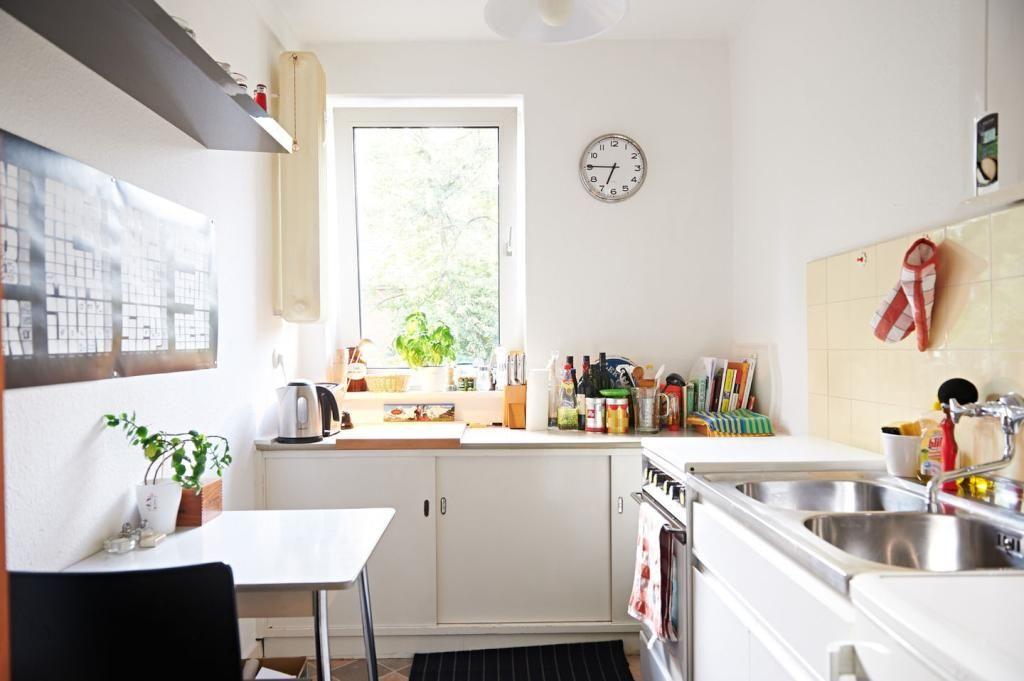 Schöne helle Küche in Hamburger Wohnung in Eimsbüttel #Küche - schöne mülleimer für die küche