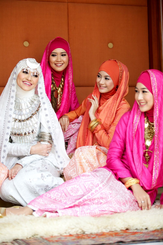 pernikahan dian pelangi - busana pengantin muslim   hijab fashion