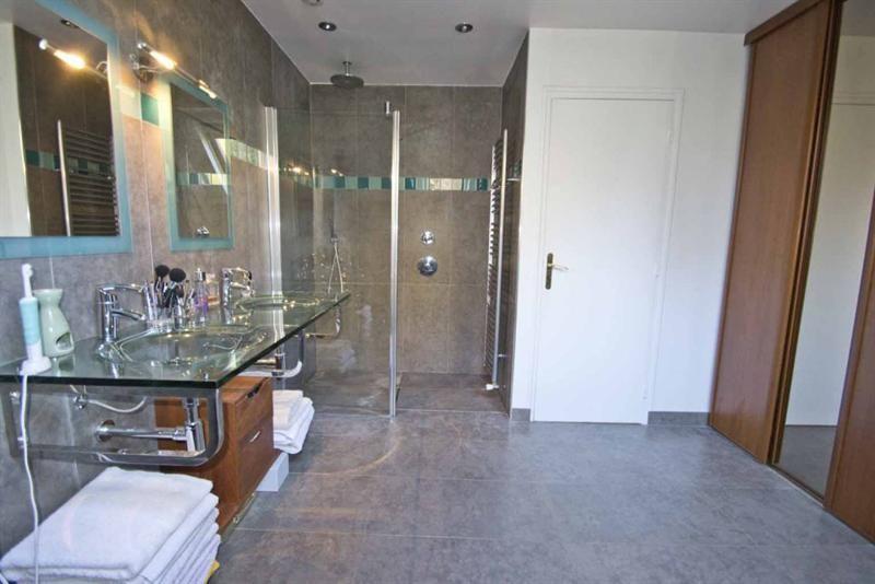 A 30 mn de la porte Maillot, par lu0027A14, belle maison de 1974 édifiée - location villa piscine couverte chauffee