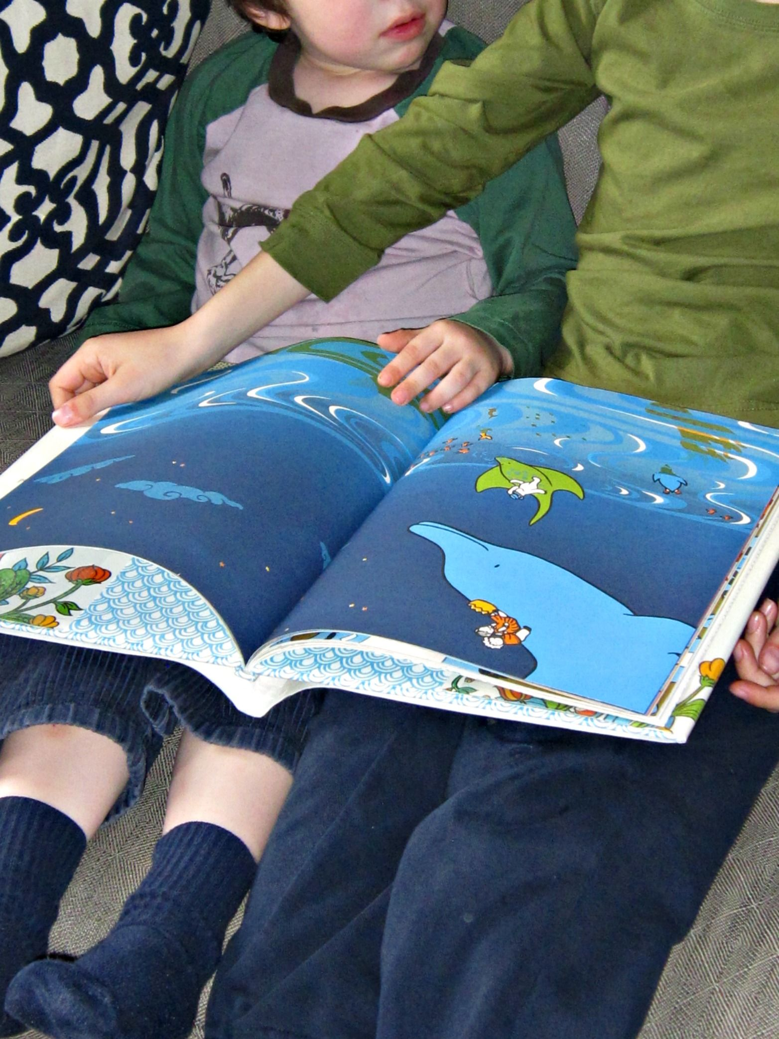 Tips for parents who are hesitant to read wordless books to kids. Includes inspiration and loads of questions to ask while reading.
