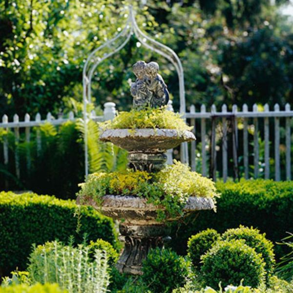 Gartengestaltung: Leichte Und Märchenhafte Deko Ideen Im Garten   Garten  Idee Deko Pflanzen Brunnen