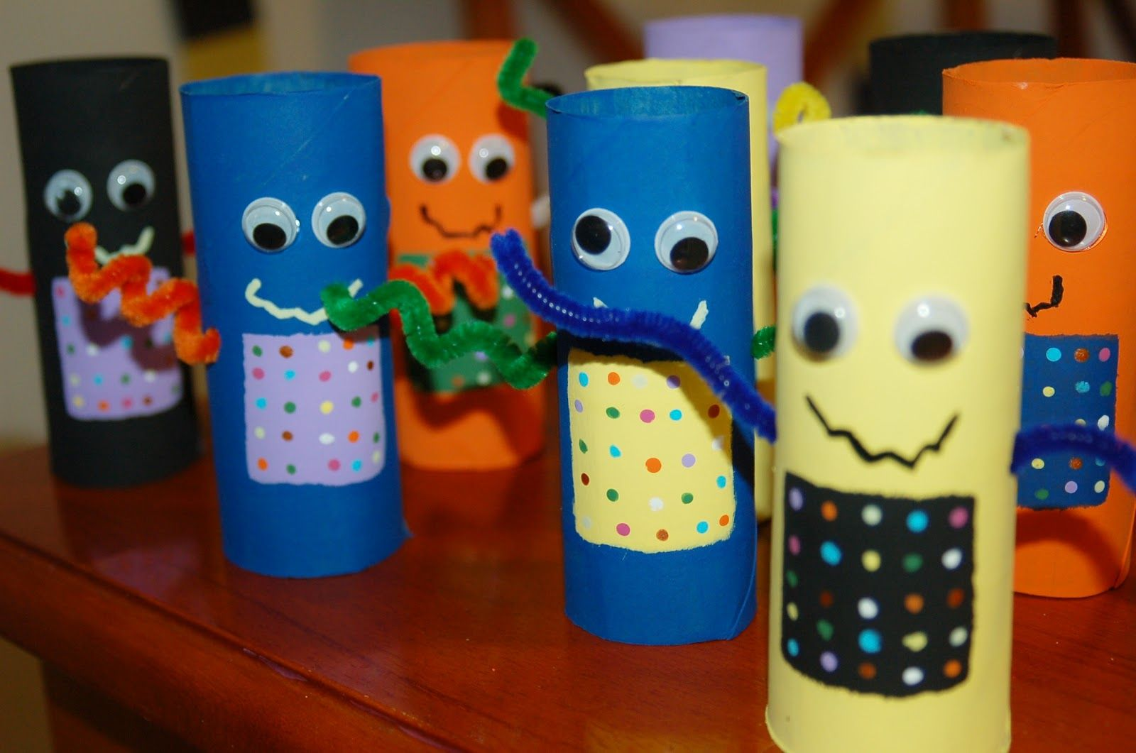 Make A Recycled Robot Out Of A Toilet Paper Tube Kid S