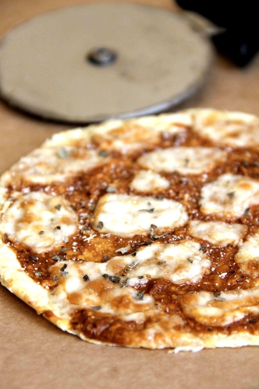 Skinny BBQ chicken pizza