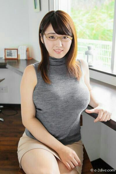 Busty asian picture 65