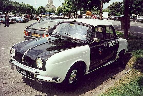 renault dauphine voiture pie de la police parisienne passions voitures anciennes pinterest. Black Bedroom Furniture Sets. Home Design Ideas