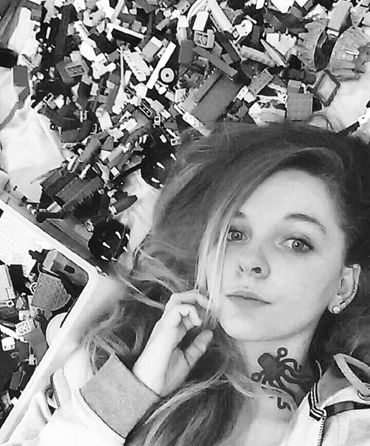 What are you doing life?  #Lego #letsgo #legomania #legostore #toys #child #childhood #tfl #fff #legobordeaux #Game #letsplay #picoftheday #me #selfie #lovemetal #lawstudent #fallaitpasfairedudroit #octopus #pornhair #frenchie #bricks #piercedgirl #piercing #legostagram #bricknerd #legography #perigueux #snapshot by l_flament