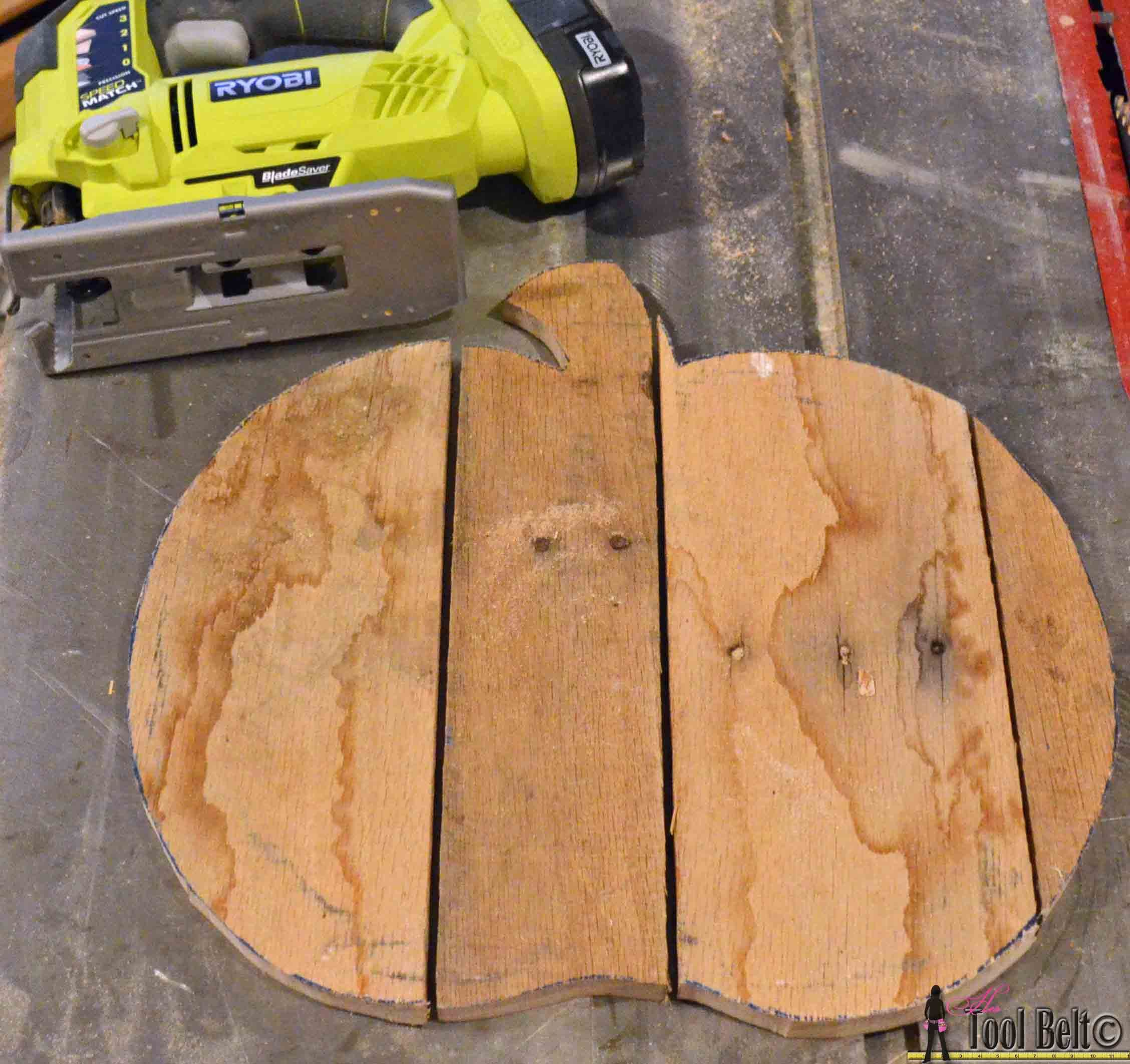 Rustic Pallet Pumpkin ~ Her Tool Belt guest post #oldpalletsforcrafting