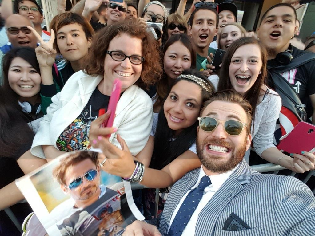 Excited for my first tweet with my new #GalaxyS6edge & the fans at the premiere #AvengersSamsung #workingwithSamsung