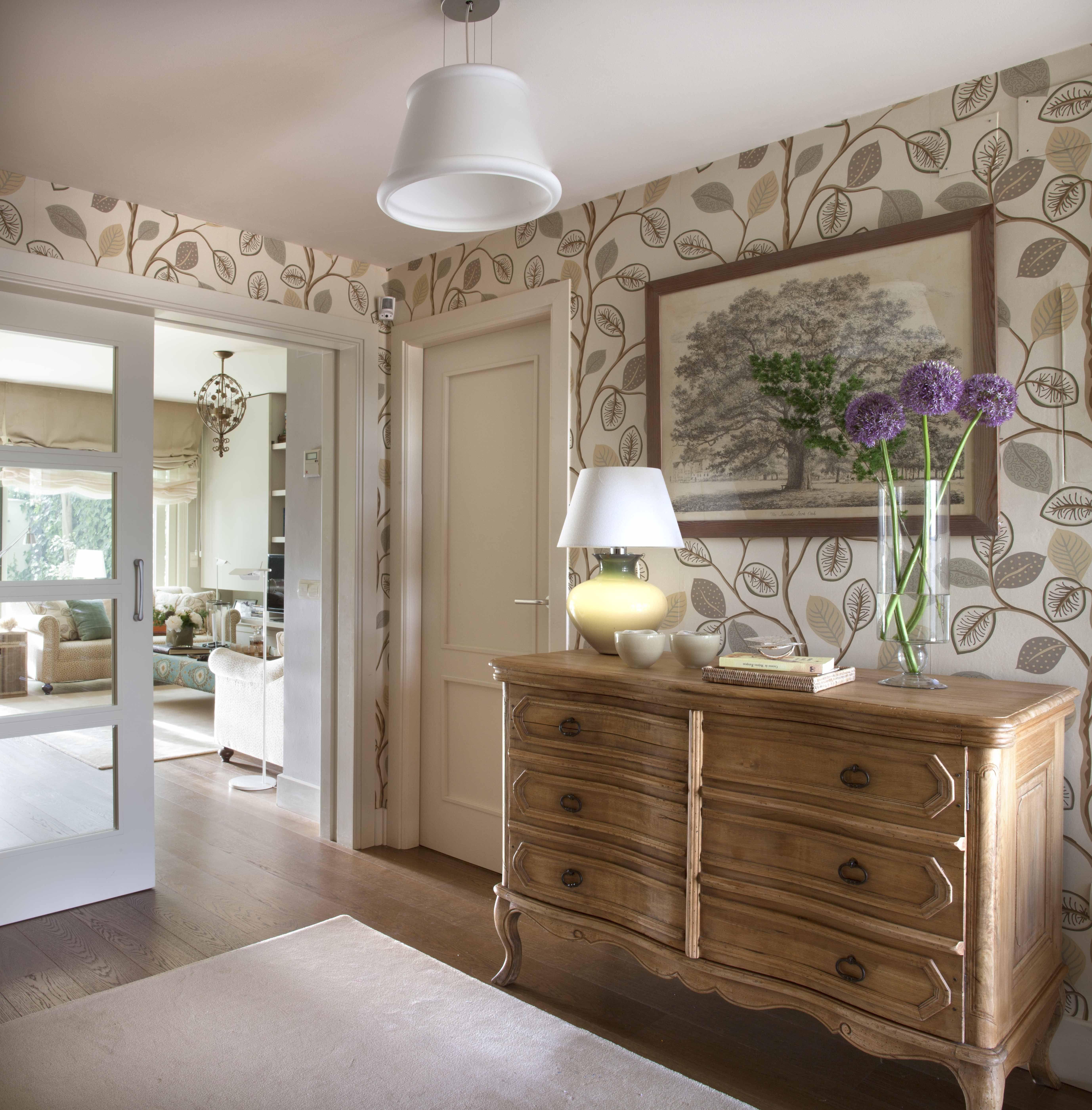 Papel pintado en el recibidor para dar continuadad a las estancias con el sal n pepel pintado - Papel pintado para recibidores ...