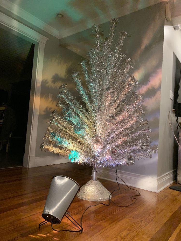 6\u0027 Evergleam Aluminum Christmas Tree 94 Branch, w/ Revolving Stand