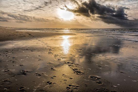 Donkere wolken boven de Noordzee van eric van der eijk