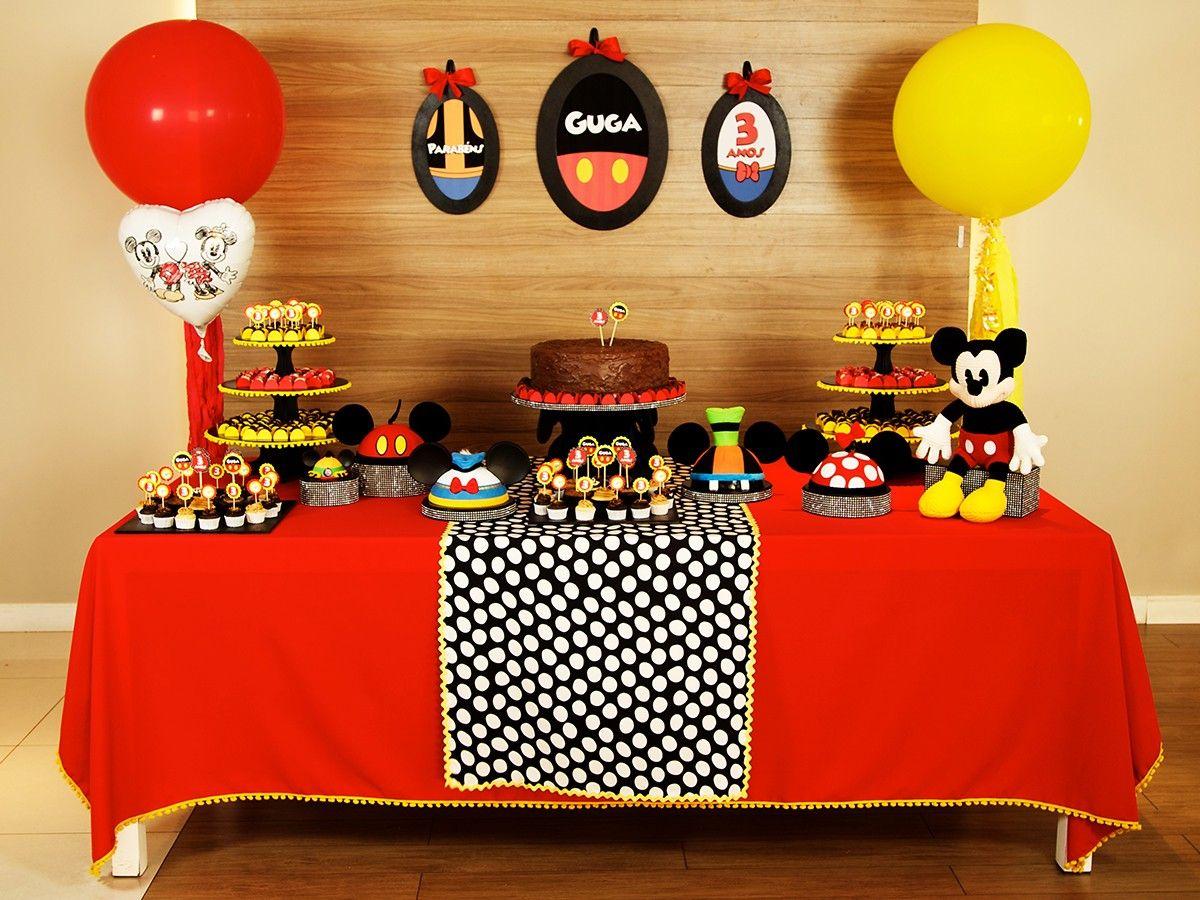 Orelhas, orelhas e mais orelhas: nosso Kit Decoração para festa de aniversário do Mickey é cheio delas! Alugue e monte você mesma uma festa linda de forma fácil e com preço legal! Para meninos e meninas que sonham com esse par de orelhinhas. #festamickey #decoracaodefesta #festainfantil #kitfesta