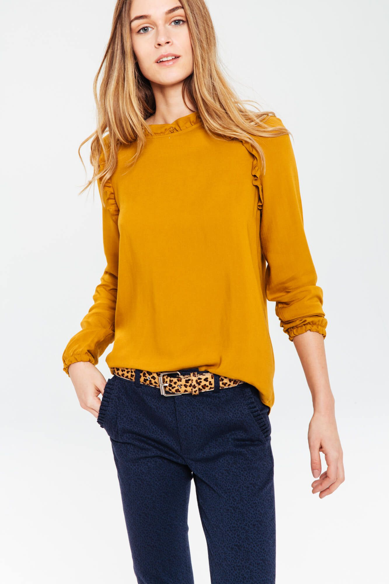 5f38ead12579 Blouse femme moutarde a volant Chemisier Jaune Moutarde