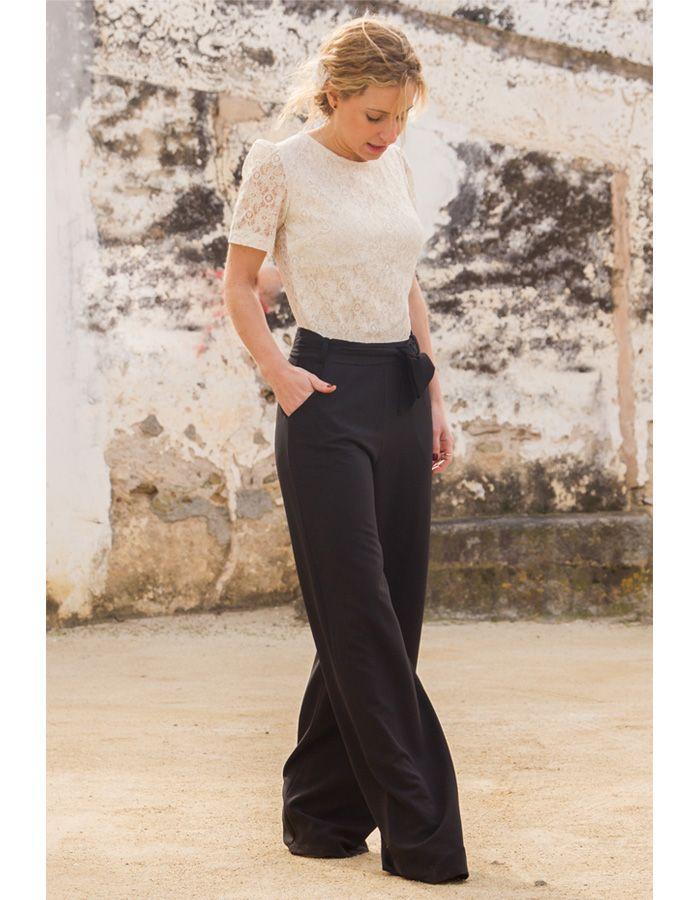 e9a4b59a16 MONO FLORENCIA - Elegante mono largo de fiesta con cuerpo de encaje blanco  roto y pantalón negro. Un look ideal para bodas
