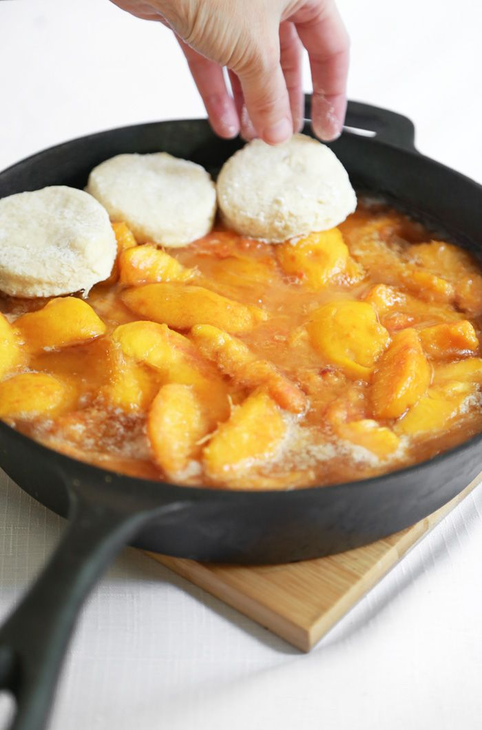Skillet Peach Cobbler with Biscuit Crust #peachcobblercheesecake