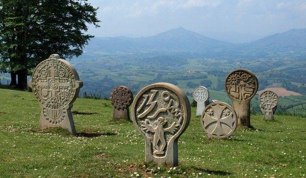 Randonnee Dans Le Pays Basque Circuits Et Sejours Pyrenees Pays Basque Basque Paysage France