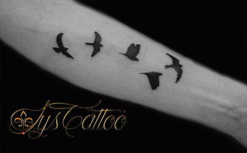 Tatouage 5 Oiseaux Qui S Envolent Par Lys Tattoo A Gradignan Proche