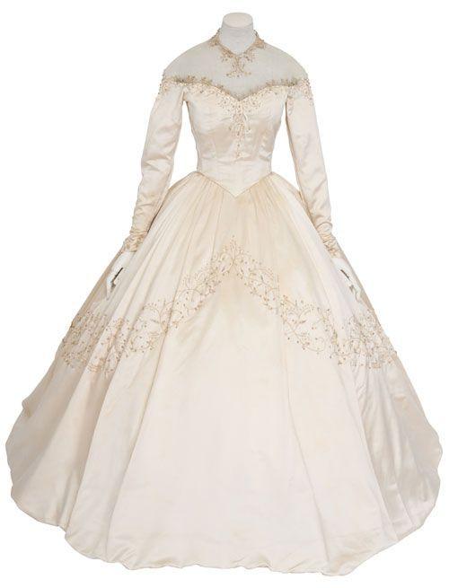 Boom! Liz Taylors Wedding Dress Sells For An Insane Amount ...
