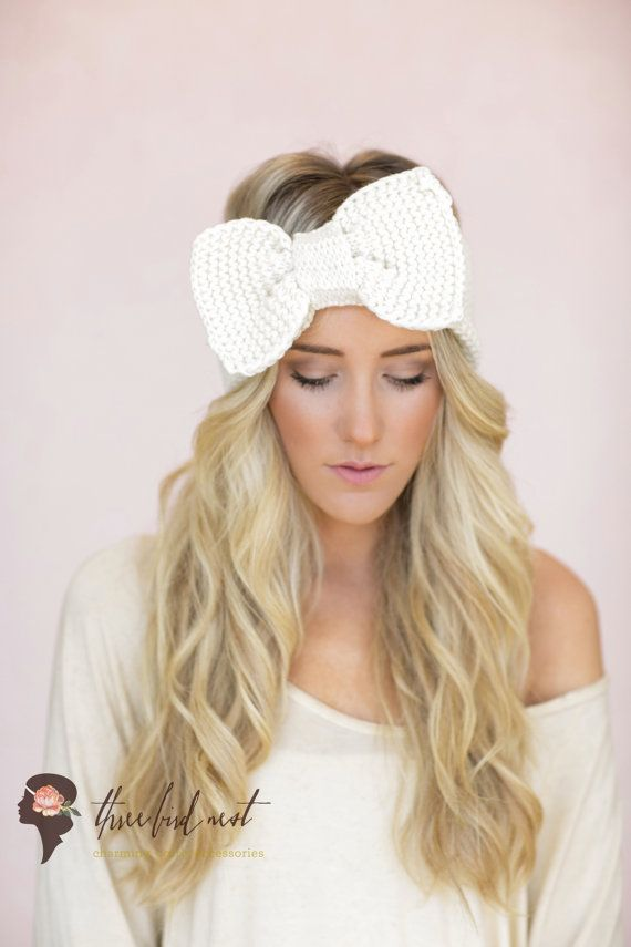 Hair bows are the perfect hair accessory for a cute & girly look. From plain colours, to patterns and prints, you can choose Claire's hair bows for a great look. Claire's.