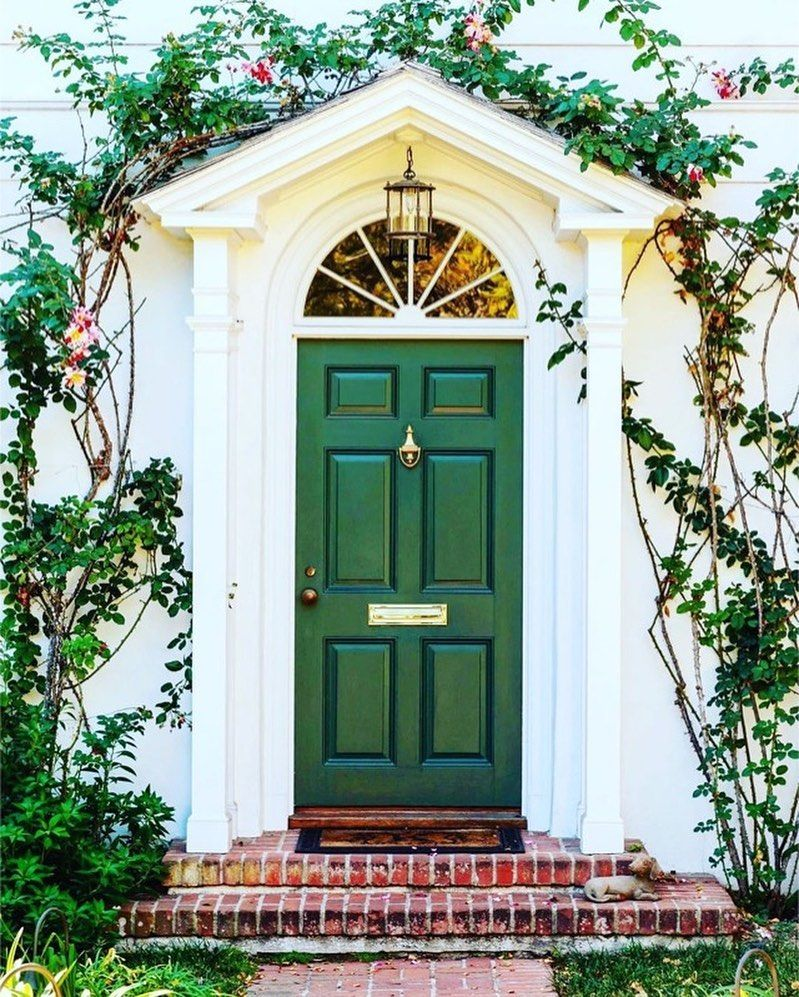 Graybill Downs On Instagram Kelly Green With A Touch Of Nature S Greenery Via Glimpsesofthesouth Door Kellyg In 2020 House Exterior Green Door Front Door