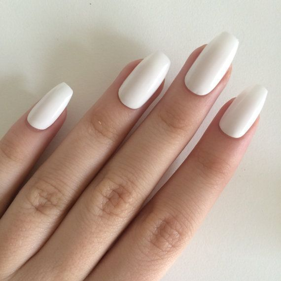 Acrylicnailscoffin In 2020 Oval Acrylic Nails White Coffin Nails Painted Acrylic Nails