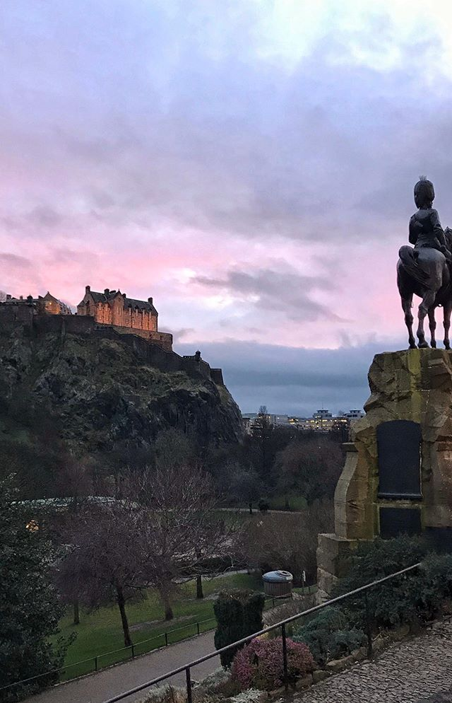 Edinburgh is one of the top city-break destinations and in winter you can enjoy all the world class culture of Scotland's capital without the crowds! Take a look at my video from my short trip to Edinburgh for all the museums, galleries, castle views and shows I enjoyed on my two day break. 🏴 What's your favourite spot in Edinburgh? . 🏴 Featuring: @thisisedinburgh @natgalleriessco @nationalmuseumsscotland @museumsgalleriesedinburgh @lyceumedinburgh @edincitycentre @...