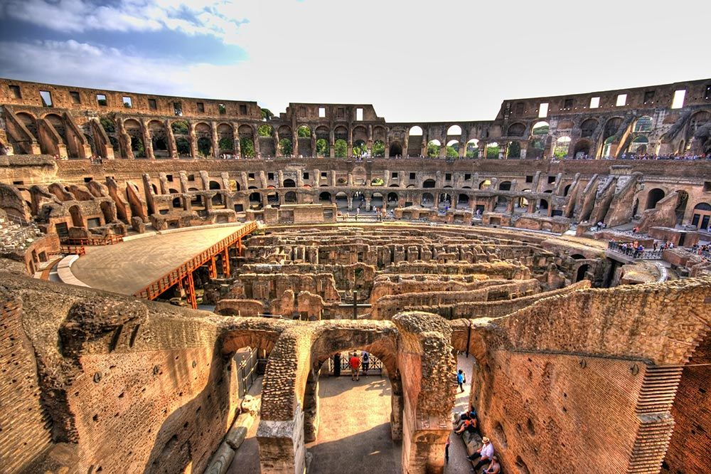 The #Colosseum, originally called Amphitheatrum Flavium, is the largest amphitheater in the world. It can contain between 50,000 and 75,000 specators and is the most important Roman amphitheater. #HalldisDiscover #Rome