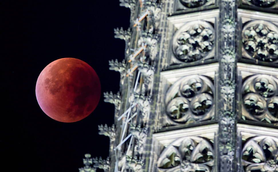 Superlua com eclipse lunar enfeita o céu de domingo; envie sua foto - 27/09/2015 - Ciência - Folha de S.Paulo