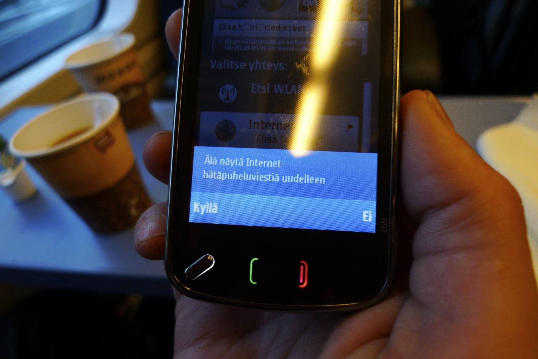 Symbian dialog:     Do not show the Internet emergengy call message again.    [Yes] [No]   ||| Symbian-dialogi:     Älä näytä näytä Internet-hätäpuheluviestiä uudelleen.     [Kyllä] [Ei]