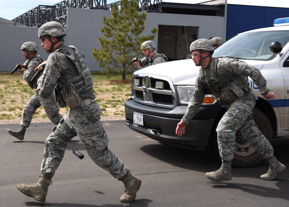 Members Of The 460th Security Forces Squadron Emergency Services Team Run Towards A Stopped Vehicle Pr United States Military Military Police Emergency Service