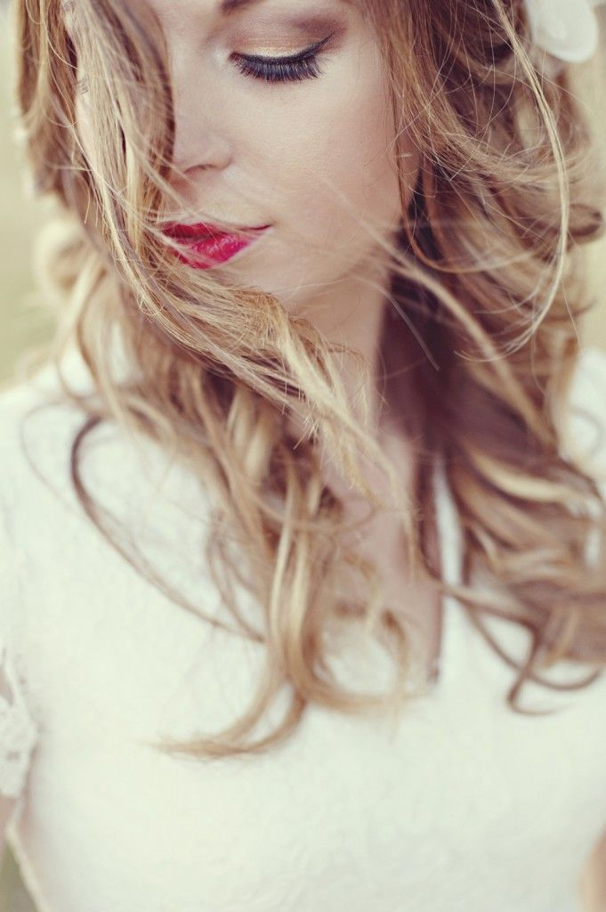 red lips + loose curls