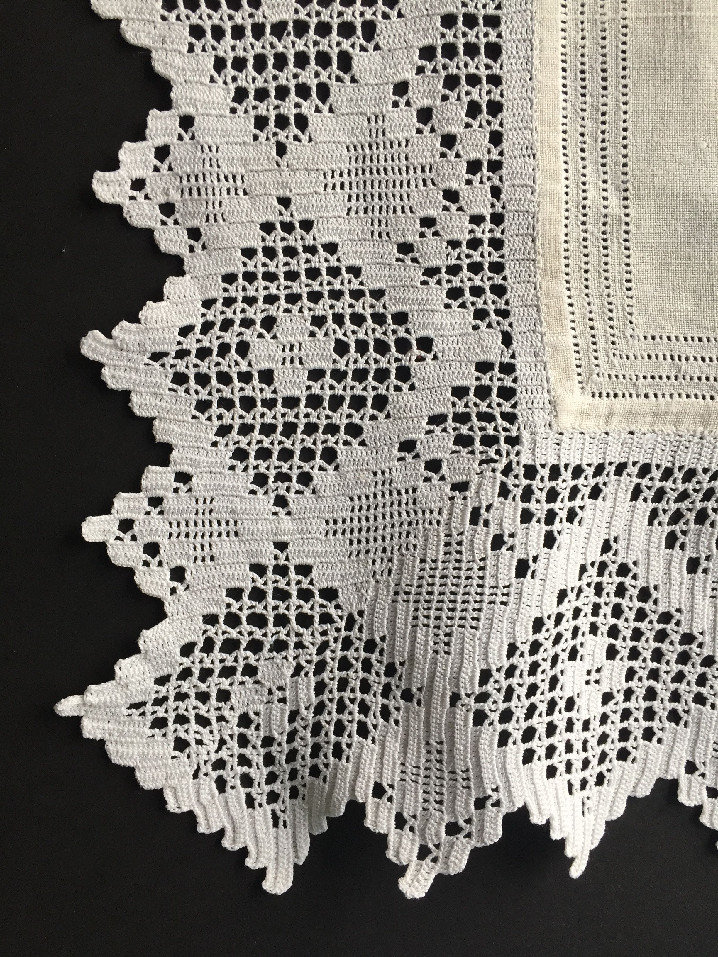 #beldentel2 Shabby chic,French country chic, Hand crochet edges linen toile.