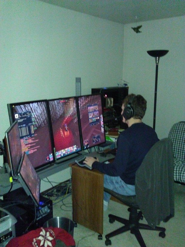 Man Cave Desk Ideas : Things you need in your man cave gaming setup men