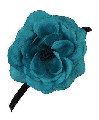 I love flower accessories!