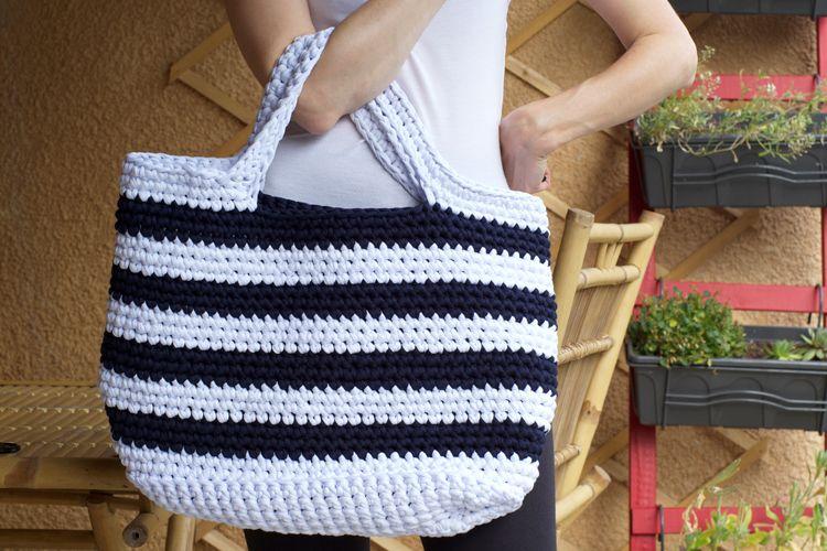 14bb0708c6 DIY : Crocheter un cabas XXL en trapilho   Sacs   Crochet handbags ...