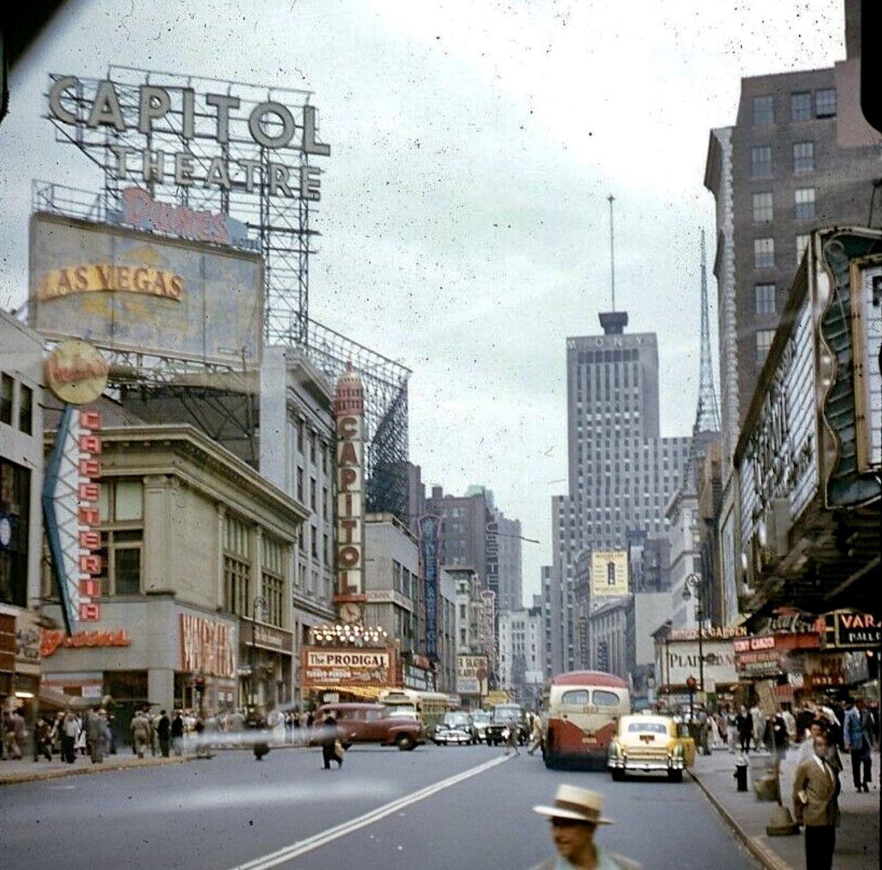 Manhattan Broadway Looking Uptown (1955) photographer