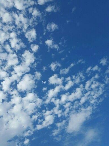 #Sognatore è un uomo con i piedi fortemente appoggiati sulle #nuvole. E.F.  #clouds