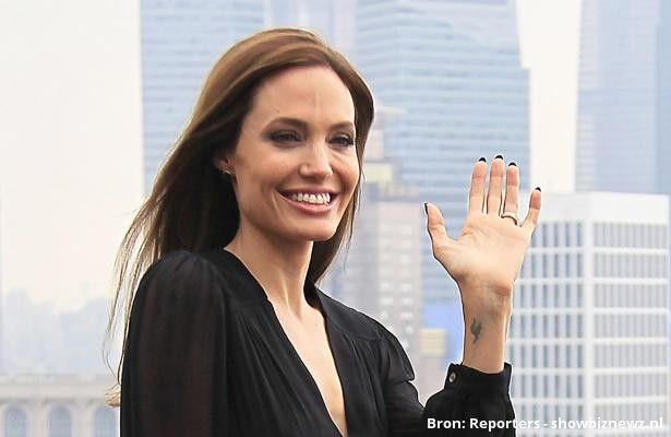Angelina Jolie wil stoppen met acteren - Aangeboden door Showbiznewz