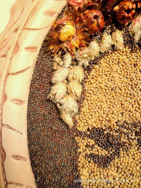 CUADRO FRIDA Con semillas de mostaza y flores secas, en marco - flores secas