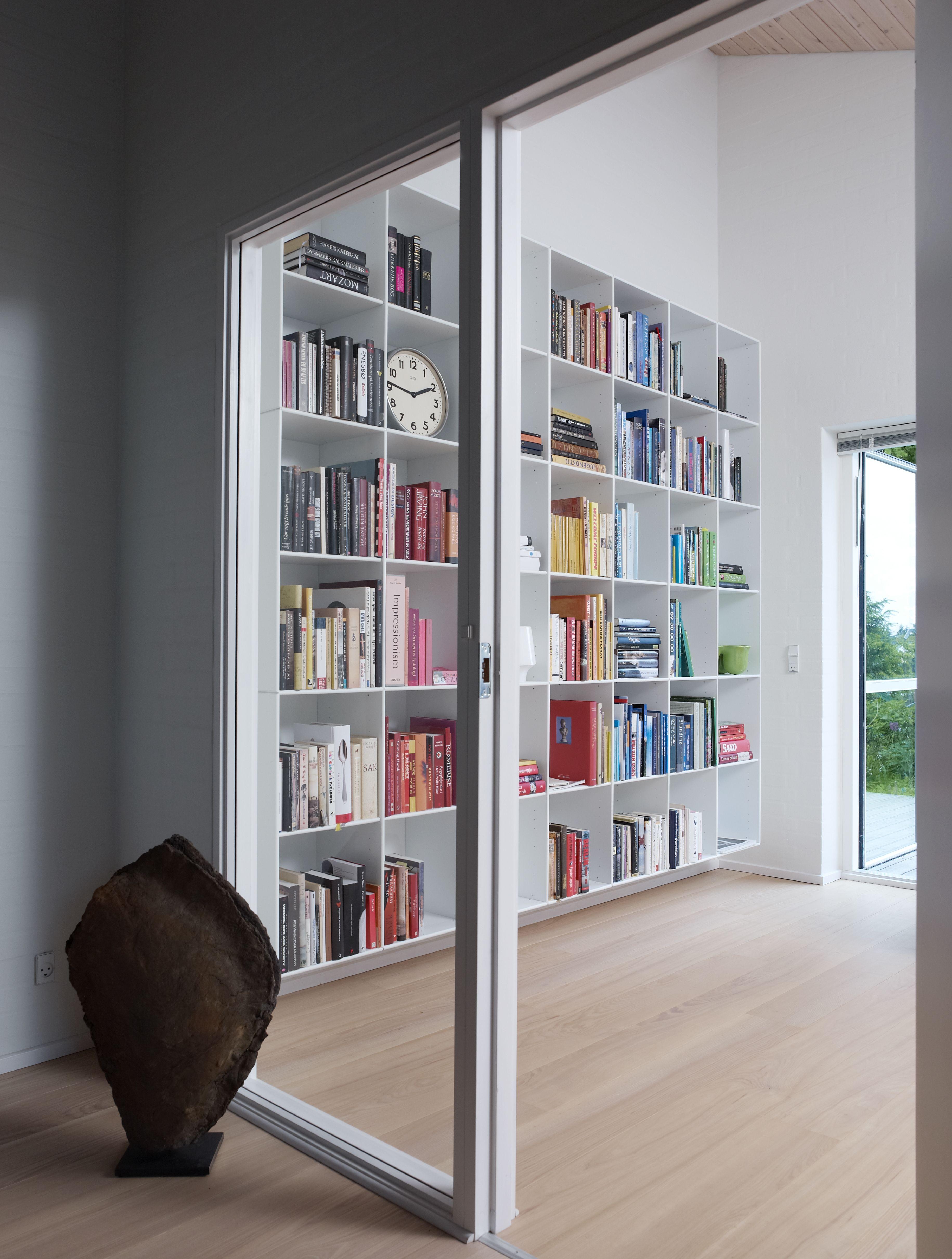 Hoge boekenkast op plint - ABC Quadrant - Designkasten - Kasten ...