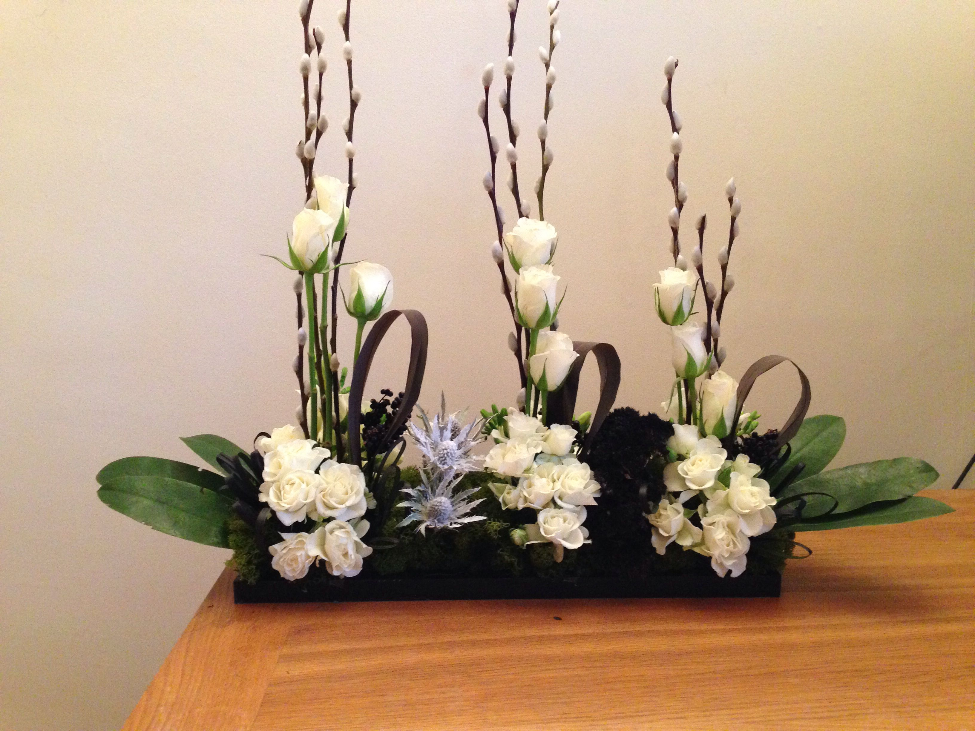 Contemporary designs - suitable for an event or for a large mantle  꽃꽃이 ...