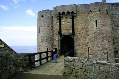 """Fort la Latte Bretagne.Built from the ground up on a small spit of land on the Baye de la Fresnaye by one of the oldest Breton families, Goyon-Matignon, the castle (known at the time as """"Roche Guyon""""), was first besieged by Bertrand du Guesclin in 1379. After Brittany became part of France, in 1490 it was unsuccessfully besieged by the English. Later, when the castle was known as La Latte, the Holy League really did it in and dismantled, plundered, devastated and set on it fire"""