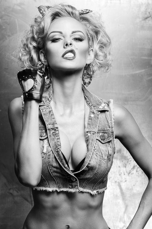 bad-girl-lindsay-hancock-marilyn-monroe-blonde-bombshell-model, Attraktive mobel