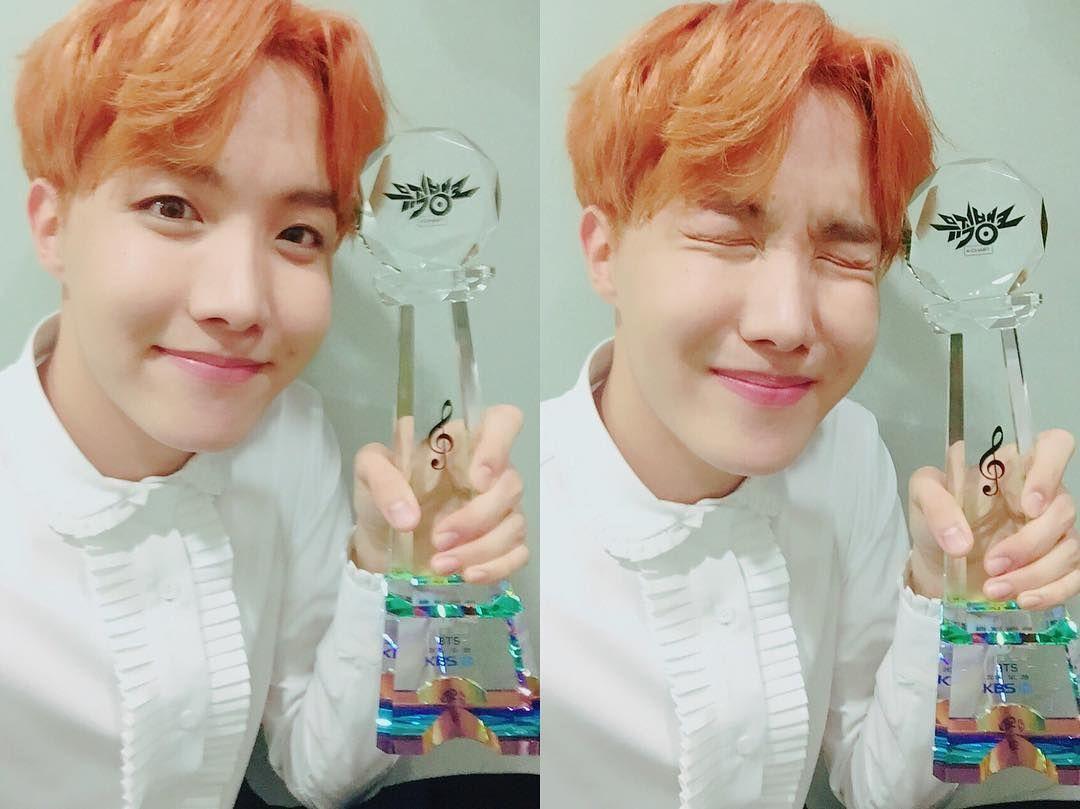 "161028 Twitter Update - ""와.....!!!!! 상탔다 !!! 연속으로 !!!! 사랑합니다 ㅠㅠㅠ  #피땀눈물6thWin"" - TRANS: ""Wow......!!!!! we won the award !!! Consecutively!!!!! i love you ㅠㅠㅠ #BloodSweatTears6thWin "" - #피땀눈물6thWin #BTS #방탄소년단 ©BTS_twt"