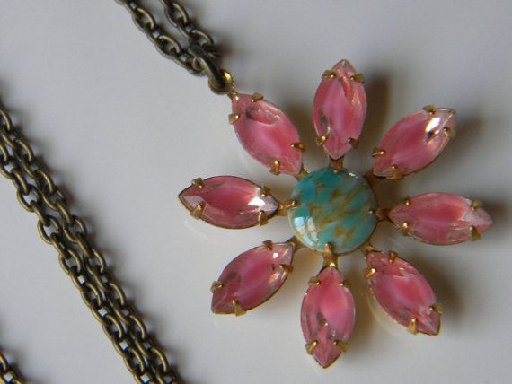 Vintage Pink Givre Glass Daisy Necklace Pink Daisy Boho Necklace Summer Flower Necklace