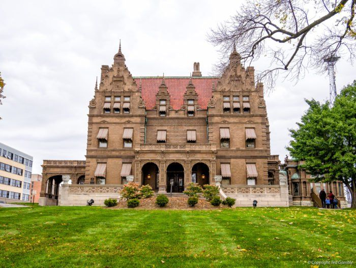 One Of Wisconsin's Most Historic Homes Is Having An Estate Sale And You Won't Want To Miss It