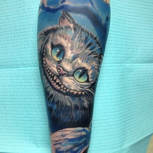 I'm not a huge fan of Alice in Wonderland but I think this tattoo is really great and well done!